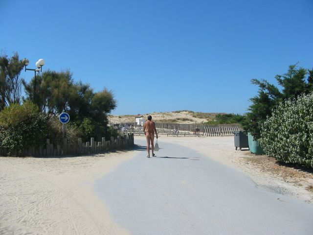 Walking to the beach on the Atlantic Ocean at the CHM Montalivet