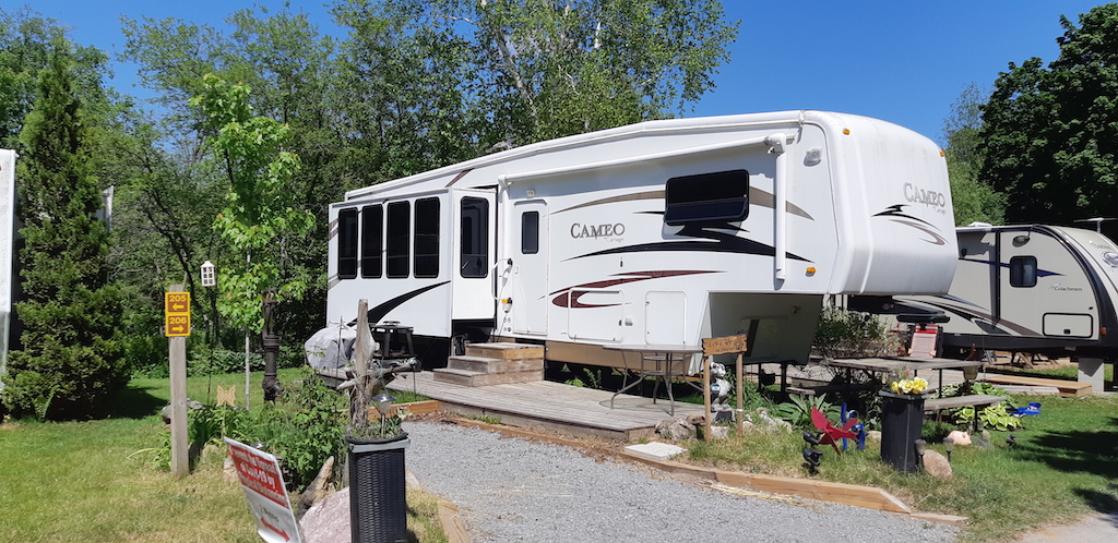 2007 Deluxe Cameo by Carriage 5th Wheel